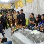 Walikota dan Ketua DPRD Tomohon, melayat ke rumah duka di Kinilow