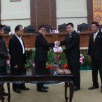 Ketua DPRD Sulut Tetapkan Perda Pajak dan Retribusi Daerah