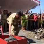 Beri Dampak Positif Warga Borgo, Gubernur Letakkan Batu Balai Desa