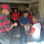 Bupati Mewoh berikan bantuan kepada warga leilem 3 yang terkena banjir bandang
