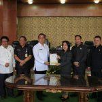 Wali Kota Tomohon Hadiri Paripurna Laporan Banggar dan Pendapat Akhir Fraksi, Ranperda APBDP 2018