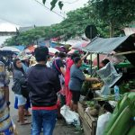 H-1 Natal, warga lokal dan turis Tiongkok 'berjibaku' di Pasar Tradisional Tomohon