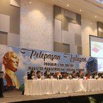 Walikota Tomohon Hadiri Pelepeasan Lulusan Fakultas Emonomi Dan Bisnis Unsrat
