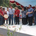 Sekda Minut Juara Belah Durian di Batu Likupang