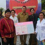Ketua DPRD Miky Wenur Jadi Saksi Perkawinan Masal, Dampingi Walikota Serahkan KIS dan SK CPNS