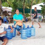 Warga Kampung Laotongang Seberangi Lautan Demi Kebutuhan Air Minum