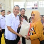 Walikota JFE Launching Bansos Beras Sejahtera Daerah Kota Tomohon 2019