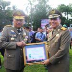 Walikota Tomohon Jimmy Eman Terima Penghargaan Bina Program K3 Tahun 2019