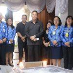 Walikota JFE Melayat Ke Rumah Duka Almarhum Hendrik Undap