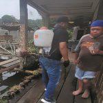 Peduli kesehatan warga, Lurah Rendra Musak tangani langsung penyemprotan disinfektan