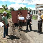 Wujud Kepedulian, Polsek Tondano Bagikan Bantuan Bahan Pokok Kepada Masyarakat