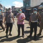 Kasat Sat Pol PP Rengkuan bersama Kapolsek Posumah Pimpin Pengamanan di Pasar Tondano