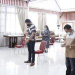 ROR- RD dan Keluarga Laksanakan Ibadah Minggu di Kediaman Masing-Masing