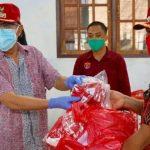 Bupati ROR Dampingi Gubernur Serahkan Bantuan Masker