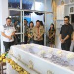 Walikota Tomohon Melayat Di Rumah Duka Atas Meninggalnya Pdt. Emeritus, Agustinus Lumopa STh