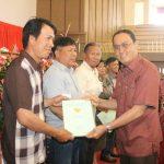 707 Sertifikat Tanah Program PTSL dari BPN di serahkan  Bupati ROR